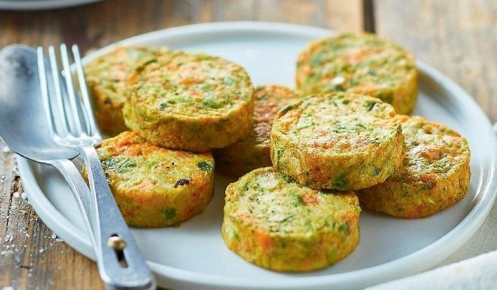 野菜のガレット(黄色と緑のズッキーニ、グリンピース、ニンジン)