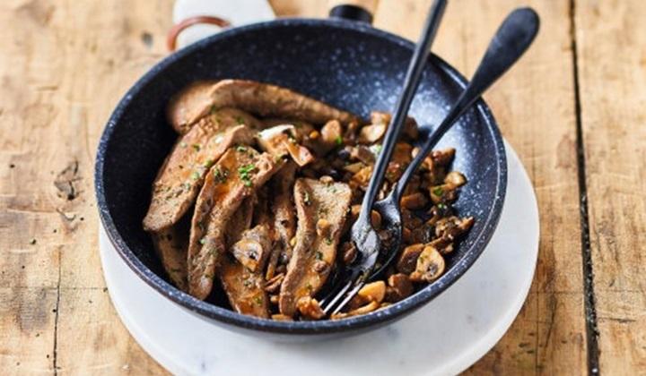 フランス南西部産鴨のササミのソテー キノコソース