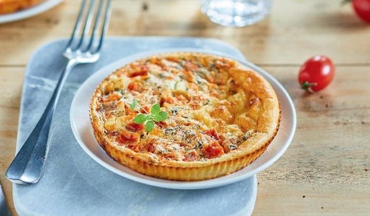 トマト、シェーブルチーズ、ブルビチーズのクラフティ