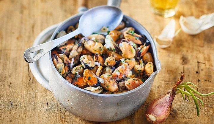 ムール貝の漁師風(白ワイン、クリーム蒸し)