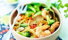 エビと野菜のタイ風麺(ココナッツミルクとジンジャーソース)