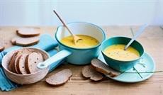 滑らかなサツマイモと人参のスープ