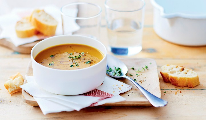 滑らかなマロンとカボチャのスープ