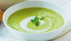 パルミジャーノ・レッジャーノとグリーンアスパラガスのクリームスープ