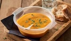 サツマイモ、人参、ココナッツミルクのスープ