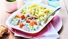 サーモンとアラスカ産タラのオゼイユソースとジャガイモのエトゥフェ