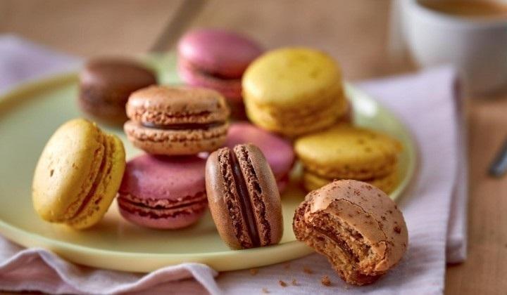 4種類のマカロン(レモン、スペキュロス、赤いフルーツ、チョコレート)