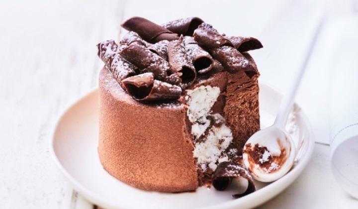 フィーユ・ドートンヌ(チョコレートとメレンゲのケーキ)