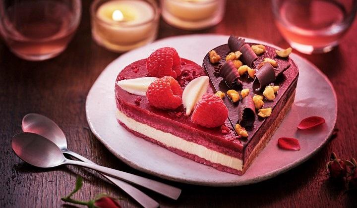 チョコとベリーのハートのデザート