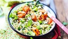 BIOサツマイモとブルグル、緑の野菜、シェーブルチーズのサラダ(ハーブソース)