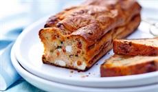 シェーブルチーズ、ズッキーニ、トマトのミニケーキ