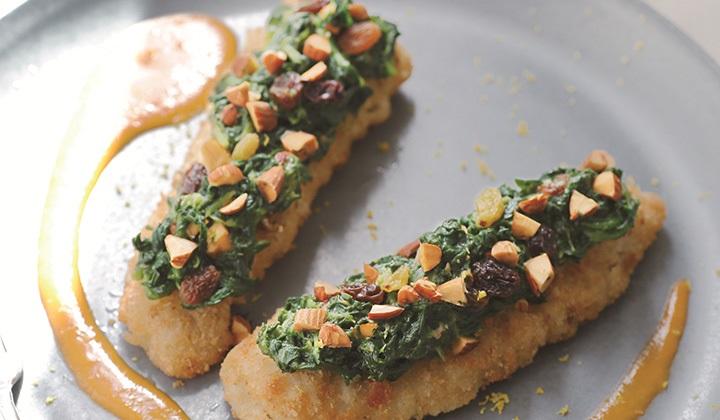 タラ(メルラン)のパン粉付け ほうれん草とアーモンド、レーズンのガルニチュール  甲殻類のクリームソース添え