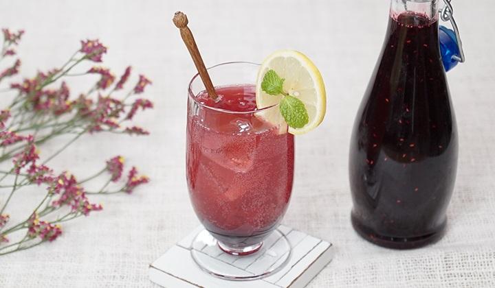 赤いフルーツのシロップ