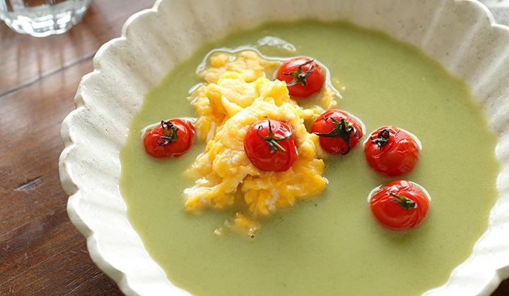 滑らかなBIO野菜のスープ とろとろスクランブルエッグとトマトを添えて